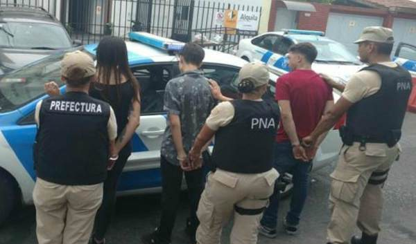 Prefectura detuvo a tres personas que intentaban escapar de un control vehicular con marihuana, éxtasis y LSD en Olivos
