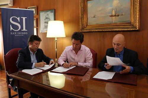 El intendente Gustavo Posse selló el acuerdo con el Director General de Cultura y Educación provincial, Gabriel Sánchez Zinny, y con el Consejo Escolar local.
