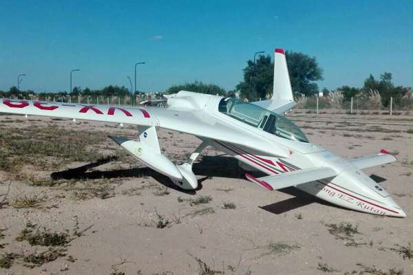 Un avión experimental aterrizó de emergencia en un barrio privado de Tigre