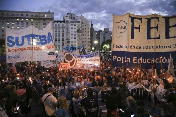 """Docentes bonaerenses comenzaron un paro de 72 horas: para Baradel, la medida de fuerza """"va más allá del conflicto salarial"""""""