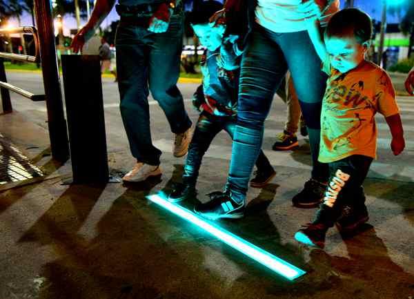 San Fernando incorpora en las principales avenidas semáforos de piso con tecnología LED