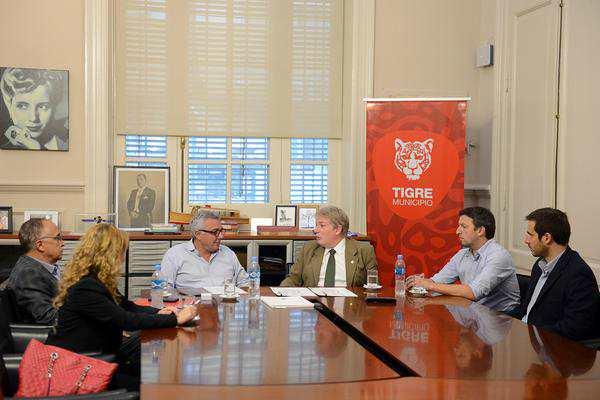 El intendente de Tigre, Julio Zamora, recibió en su despacho a las autoridades de la Fundación Findel, en el marco de la firma de un convenio para fomentar estrategias de desarrollo local que mejoren la calidad de vida de los vecinos.