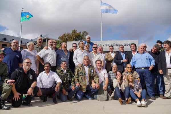 En conmemoración del 36º aniversario de la Gesta de Malvinas, con el intendente Jorge Macri encabezando el acto, el municipio de Vicente López homenajeó y recordó tanto a ex combatientes y sobrevivientes de la Guerra de Malvinas como a aquellos que dieron su vida por la Patria en ese conflicto armado
