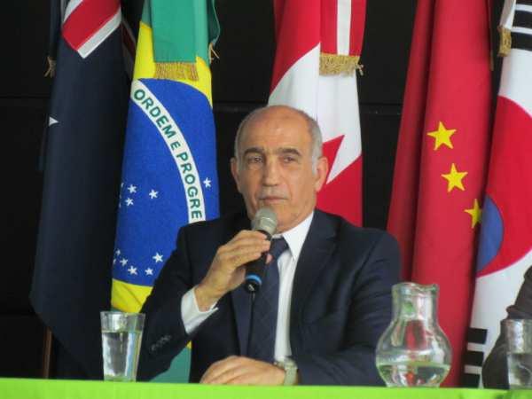 El vice gobernador Daniel Salvador  se recupera de una operación en la columna