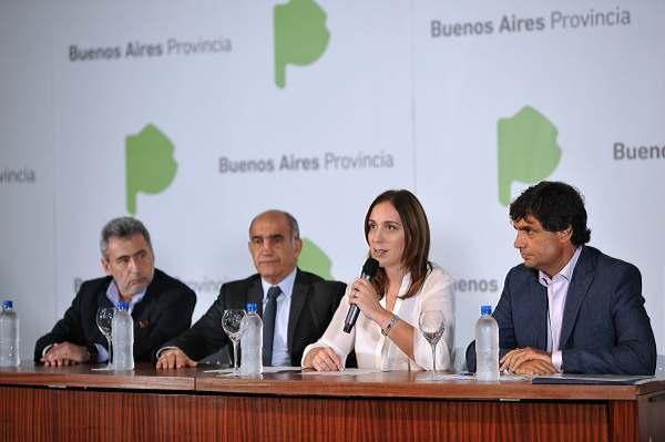 La gobernadora bonaerense, María Eugenia Vidal, anunció hoy que eliminará los impuestos provinciales sobre los servicios públicos, lo cual representará una rebaja en las tarifas de entre 6,2% y 15,5% para todos los hogares de la provincia.