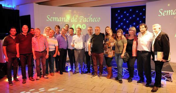El intendente de Tigre, Julio Zamora, acompañó la celebración que se realizó en el Club Pacheco, como cierre de la agenda de actividades por el nuevo año de la localidad.
