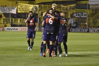 Tigre goleó a Olimpo y consiguió su primera victoria del torneo como visitante