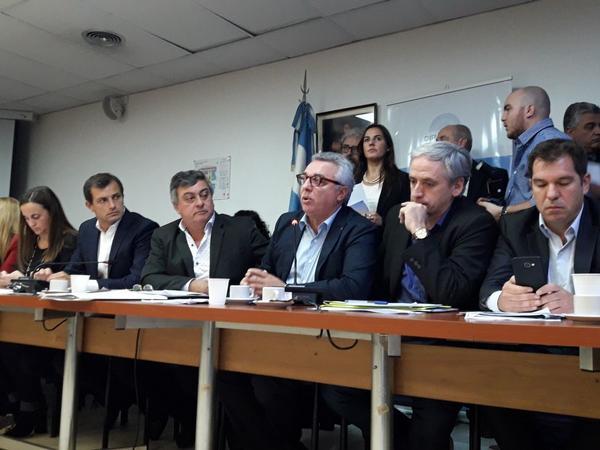 Julio Zamora, criticó fuertemente al gobierno nacional por su política tarifaria, durante su exposición en la reunión de la Comisión de Asuntos Municipales de la Cámara de Diputados