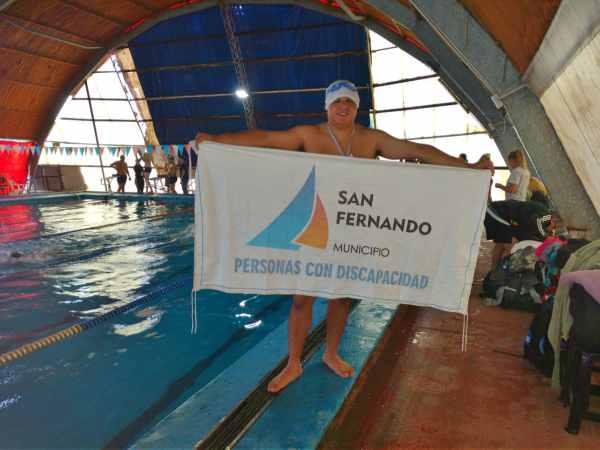 El nadador sanfernandino Emanuel Luna obtuvo la presea dorada en estilo libre, en el torneo organizado por Olimpíadas Especiales Argentina para personas con discapacidad intelectual, que se disputó en Allen (Río Negro).