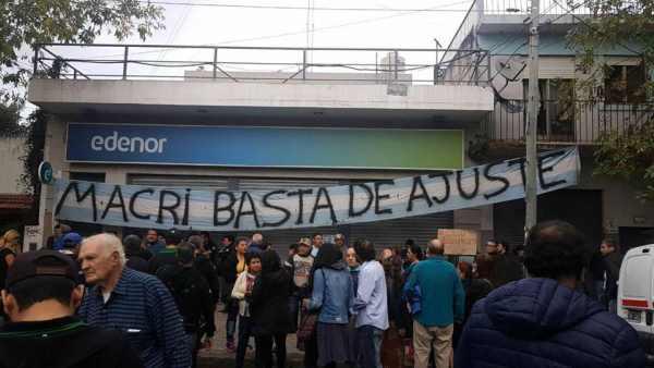 Vecinos de Tigre hicieron una audiencia pública contra las tarifas en las puertas de Edenor Pacheco