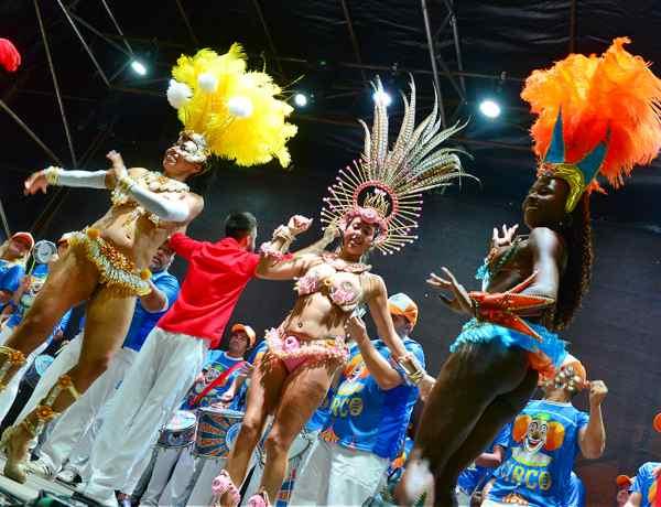 La Feria de las Colectividades a pleno en la plaza Mitre de San Fernando