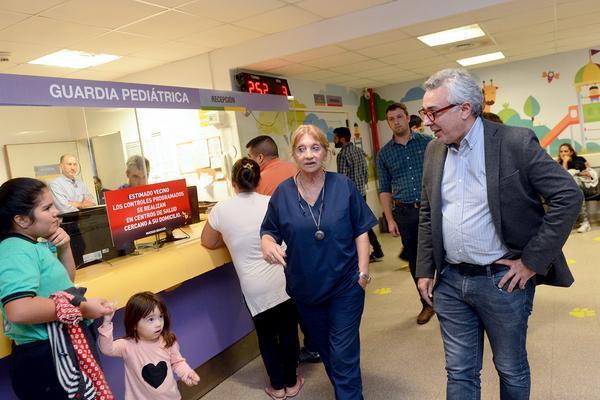 El intendente Julio Zamora puso en marcha el programa, durante una recorrida por la Maternidad Florencio Escardó. La iniciativa busca prevenir el contagio masivo de Infecciones Respiratorias Agudas Bajas (IRAB) y brindar atención especializada.