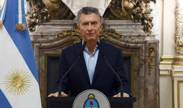 Macri anunció que inició conversaciones con el FMI para obtener una línea de crédito