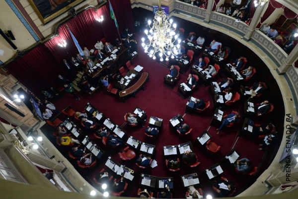 El Senado bonaerense aprobó la quita de cargas municipales a las tarifas de luz y agua