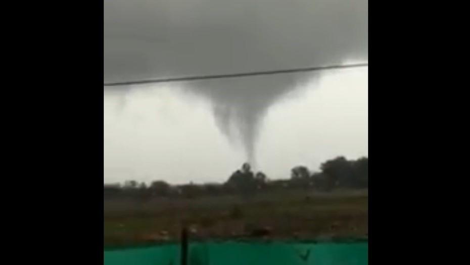 Un pequeño tornado generó temor entre los vecinos de Villa la Ñata