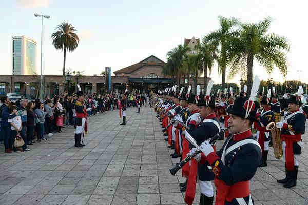 Tigre celebró el día del Himno Nacional en la estación de trenes