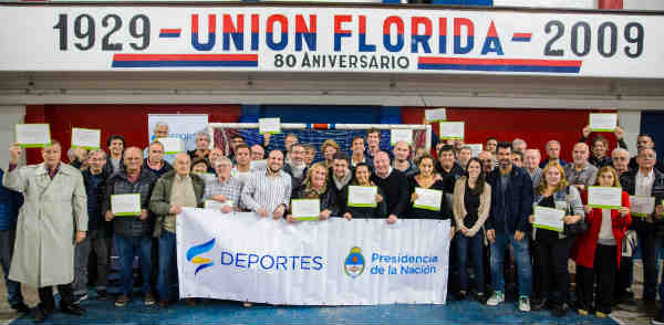 Jorge Macri y Carlos Mac Allister entregaron subsidios a los clubes de barrio de Vicente López