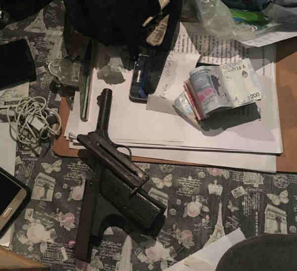 Cuatro detenidos con drogas y armas tras un  allanamiento en villa La Cava de San Isidro.