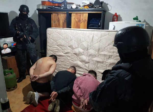 Cayó una banda que vendía droga y que tenía un desarmadero en el fondo de una vivienda en Tigre