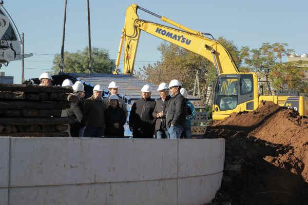 La obra del cruce bajo nivel del barrio de Munro continúa avanzando, y allí estuvo el intendente de Vicente López, Jorge Macri, junto a Guillermo Fiad, presidente de Trenes Argentinos Infraestructura, del Ministerio de Transporte de la Nación,