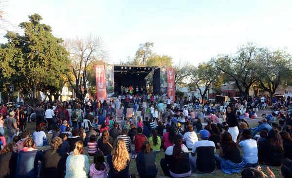Miles de familias de Tigre disfrutaron de la Feria de las Colectividades en General Pacheco
