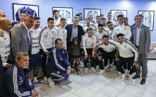 La Selección Argentina se reunió con el presidente Macri y partió rumbo a Barcelona, previo al mundial