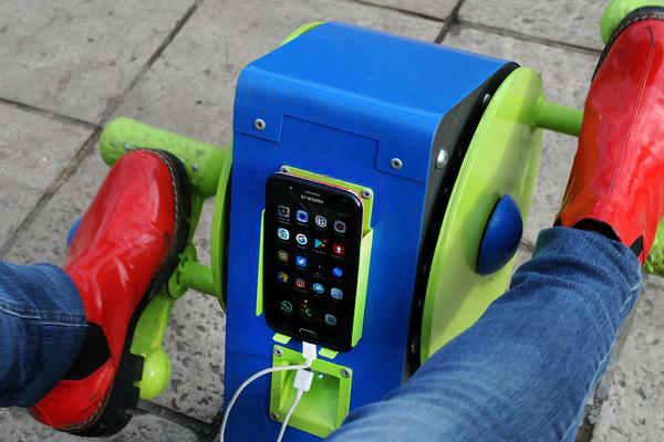Ya funciona en Tigre una posta de recarga de celular a través del uso de bicicletas