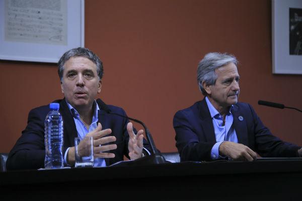 Así lo anunciaron los ministros de Hacienda, Nicolás Dujovne, y de Modernización, Andrés Ibarra, en una accidentada conferencia de prensa, que ante una protesta debió realizarse en la Casa Rosada