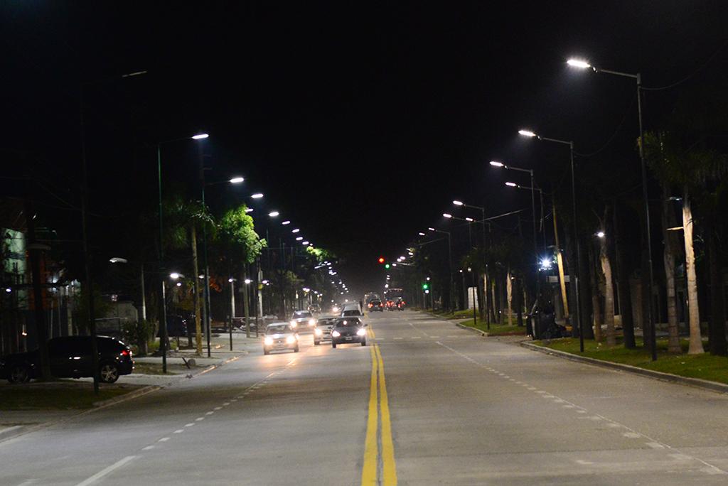 San Fernando renovó luces LED y parquización de la calle Uruguay