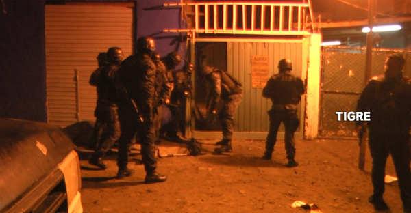 Impactante operativo policial desbarató una banda que comercializaba drogas en el barrio Los Tábanos