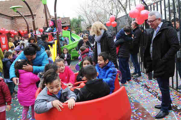 Julio Zamora inauguró los nuevos juegos del jardín N° 902, en Tigre