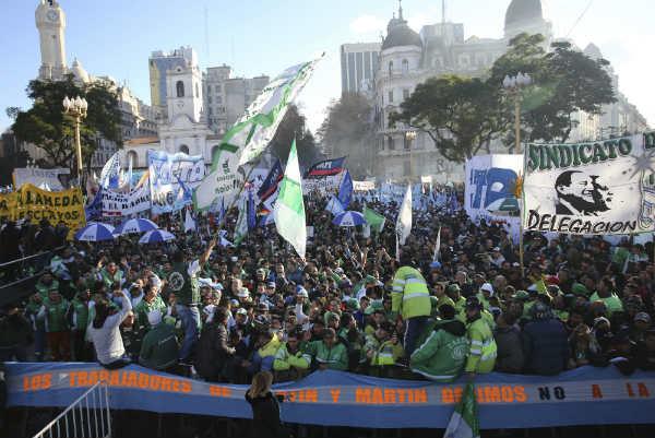 Camioneros y las CTA pararon y marcharon a la Plaza de Mayo y endurecen su plan de protestas