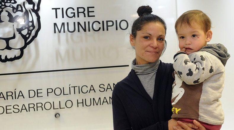 Una mujer salvó a un niño tras practicarle RCP en una farmacia de Tigre