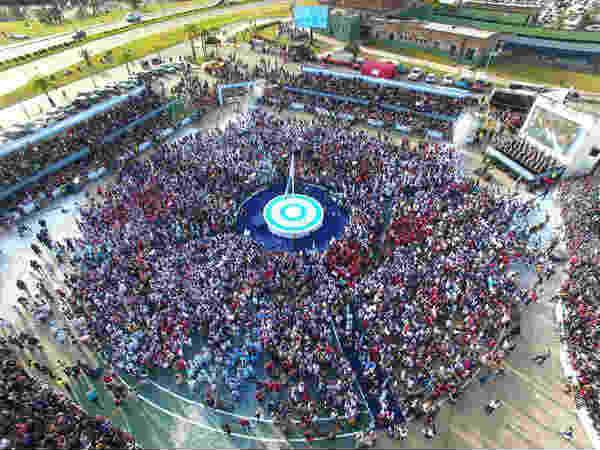 Más de 6 mil alumnos de Tigre realizaron la promesa de lealtad a la bandera nacional Argentina