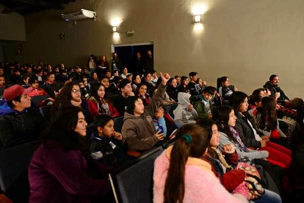 Escuelas de San Fernando disfrutaron de una obra por el Día de la Bandera