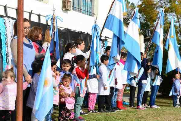 Escuelas de Islas celebraron el Día de la Bandera en Arroyo Pay Carabí