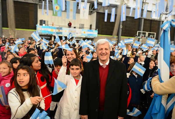 Andreotti encabezó la Promesa a la Bandera de más de 3 mil de alumnos