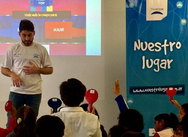 Tigre capacita en las escuelas primarias sobre el uso responsable de la tecnología