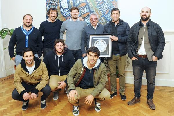 Julio Zamora recibió a los campeones de Hindú Club