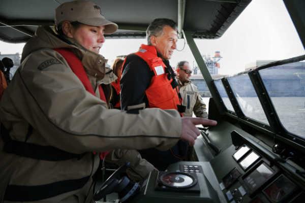 Macri navegó en un moderno guardacostas incorporado a la Prefectura