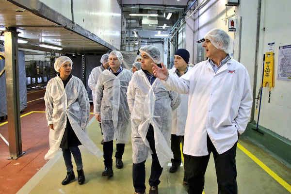 Tizado, Campbell y Ciarletta recorrieron la fábrica de Bimbo en San Fernando