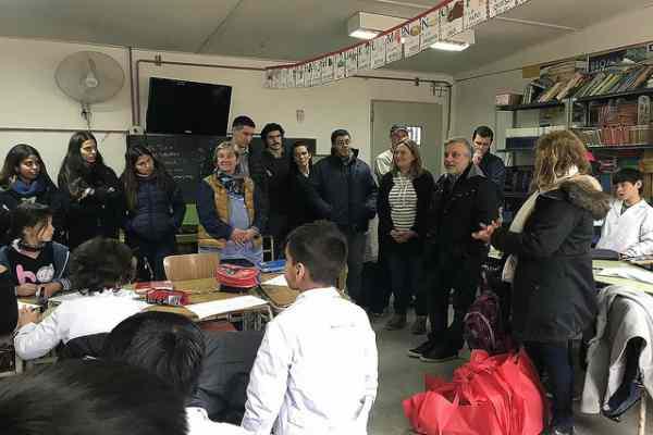 alumnos del Instituto Santa Ana de General Pacheco repararon y entregaron computadoras donadas por los vecinos a la Escuela N° 13
