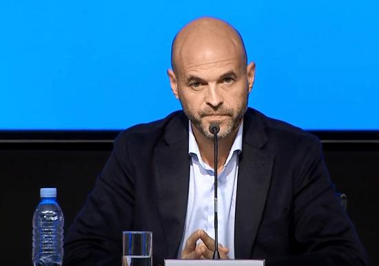 El ministro de Transporte, Guillermo Dietrich, anunció este viernes que el pasaje de colectivo subirá 1 peso a partir del 15 de agosto próximo, y anticipó que esa variación se repetirá en septiembre y octubre