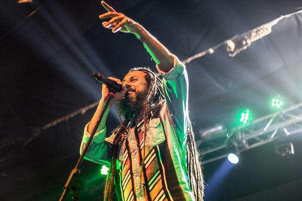 """Nonpalidece, Ulises Bueno y Bersuit Vergarabat, en el festival """"40 años con Abuelas"""" en Tigre"""