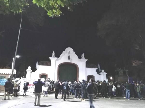 Militantes antiaborto marchan a la Quinta de Olivos para pedirle a Macri