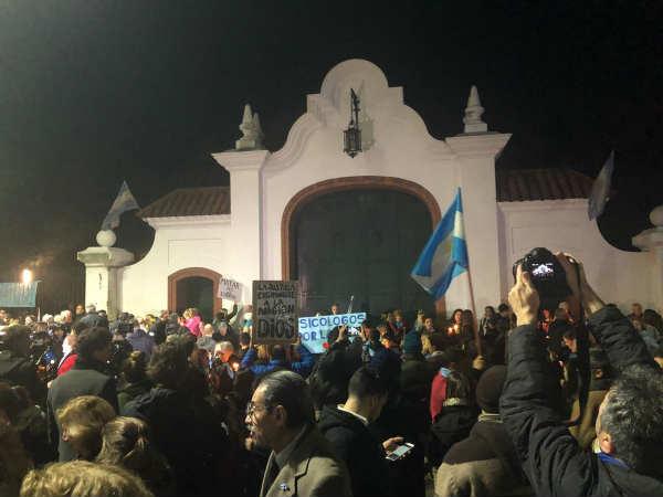 Militantes antiaborto marcharon a la Quinta de Olivos