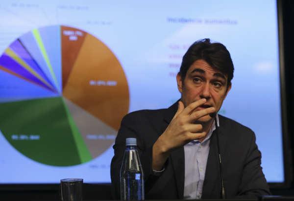 Las tarifas de energía eléctrica para usuarios residenciales subirán un 24,4% promedio desde este mes en Capital Federal y Gran Buenos Aires, anunció hoy el ministro de Energía, Javier Iguacel.