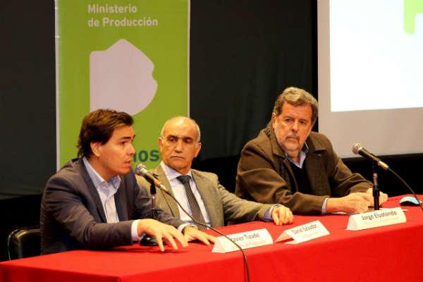 El encuentro contó con la presencia del Vicegobernador, Daniel Salvador; del ministro de Ciencia, Tecnología e Innovación, Jorge Elustondo; y del Subsecretario de Trabajo del ministerio de Trabajo, Horacio Barreiro.