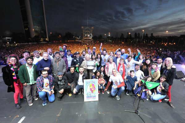 Tigre homenajeó a las Abuelas de Plaza de Mayo con un multitudinario recital