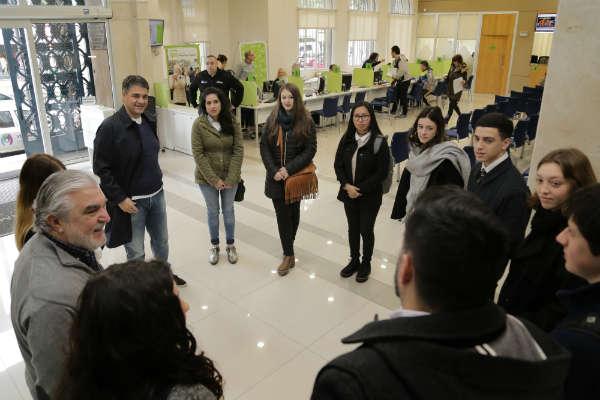 """Estudiantes de secundaria, """"Socios por un día"""" en Vicente López"""